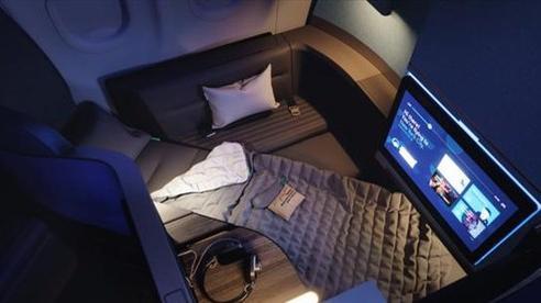 Ghế máy bay biến thành giường ngủ 'siêu to khổng lồ' trên bầu trời