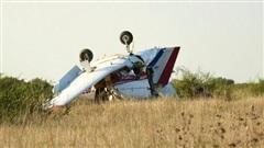 Máy bay Mỹ gặp tai nạn, lao xuống khe núi khiến 3 người thiệt mạng
