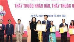Nhiều thầy thuốc nhận danh hiệu cao quý của nhà nước trao tặng