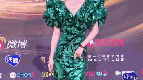 No.1 hot search Weibo: Bị chê ngoại hình già nua kém sang nhưng 'mỹ nhân 4.000 năm' Cúc Tịnh Y lại gây bất ngờ với vòng eo siêu thực