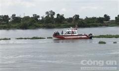 Người nhái lặn dưới sông Sài Gòn tìm người đàn ông nhảy cầu Bình Phước tự tử