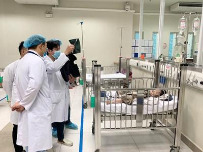 Cháu bé rơi từ tầng 12A tòa nhà 60B Nguyễn Huy Tưởng sức khỏe dần ổn định
