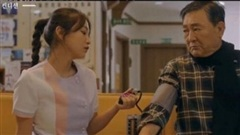 Yeri (Red Velvet) bị chỉ trích vì mặc váy y tá quá ngắn