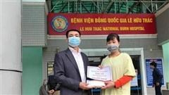Trao gần 150 triệu đồng đến anh Nguyễn Văn Thế bị bỏng điện nặng