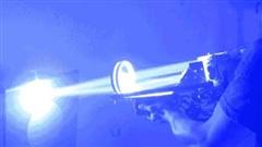 Di chuyển với tốc độ 1.078.260.480 km/giờ, tại sao tia laser lại tạo ra được thứ chậm nhất hành tinh?