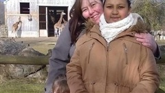 Xem lại bức ảnh chụp con gái 10 năm về trước, mẹ 'sốc tận óc' khi nhận ra chi tiết kỳ dị, thở phào nhẹ nhõm vì đã chuyển nhà đi