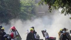 Mỹ đóng băng tài khoản 1 tỷ USD, ngăn quân đội Myanmar rút tiền