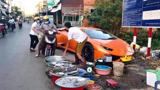 Xôn xao hình ảnh đại gia 'kín tiếng' lái siêu xe Huracan 16 tỷ xuống đường để... bán cá?