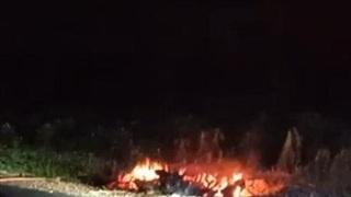 Vụ thi thể người đàn ông cháy đen bên đường: Nhân chứng nói gì?