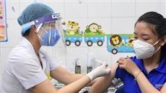 Tiêm vaccine phòng Covid-19 tại nơi tuyến đầu chống dịch
