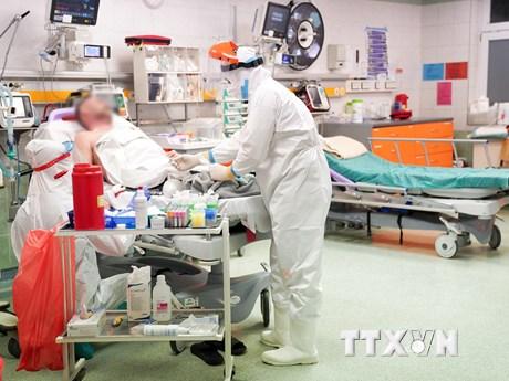 Đông Âu tiếp tục chật vật đối phó với dịch bệnh COVID-19