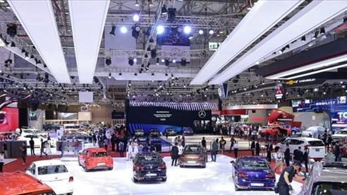 Thị trường ô tô Việt giảm sâu tháng Tết
