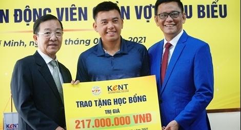 Sau Quang Hải đến lượt Lý Hoàng Nam nhận học bổng Quản trị Kinh doanh