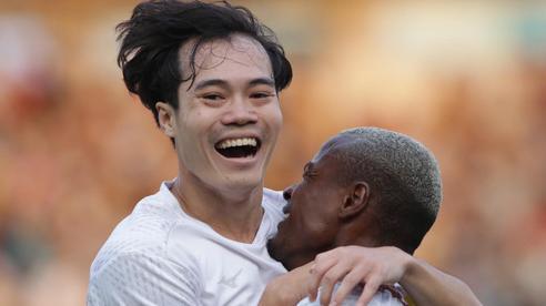 Văn Toàn vừa ghi bàn vừa kiến tạo giúp HAGL dẫn trước Bình Định 2 bàn