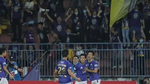 Tấn Trường cản phá thành công phạt đền, Hà Nội thắng trận đầu ở V-League
