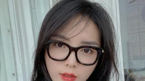 Hoa hậu Kỳ Duyên đăng ảnh 'Tóc rối bời, môi lấm lem'