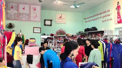 Cô chủ áo dài Trung Đồng mê làm từ thiện