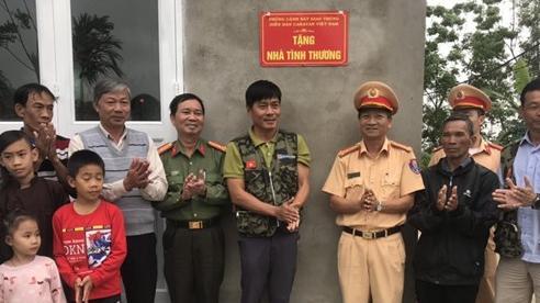 Công an Thừa Thiên - Huế hỗ trợ hộ nghèo xây nhà ở