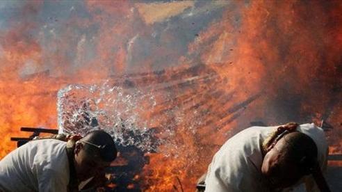 Kỳ lạ, lễ hội 'đi chân trần qua than cháy' để cầu bình an ở Nhật Bản