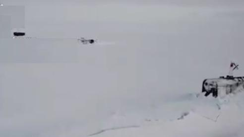 Ngoạn mục cảnh 3 tàu ngầm hạt nhân Nga cùng trồi lên băng Bắc cực