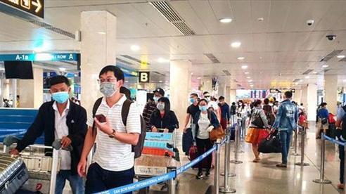 Sân bay Tân Sơn Nhất tắc nghẽn, Vietnam Airlines khuyến cáo hành khách đến sớm