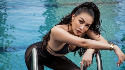 Yaya Trương Nhi diện bikini khoe vóc dáng nóng bỏng cạnh hồ bơi