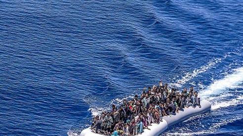Bắt giữ hàng trăm người di cư trái phép ngoài khơi Libya