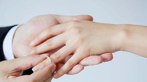 Chi hàng trăm triệu kết hôn, chàng trai bị lừa cưới vợ mắc bệnh tâm thần
