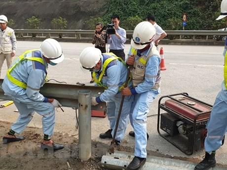 Xử lý dứt điểm vi phạm phá rào chắn, hộ lan cao tốc Nội Bài-Lào Cai