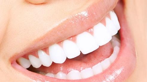 Đi bọc răng sứ làm đẹp, người phụ nữ phải nhập viện trong tình trạng lợi tụt, miệng hôi