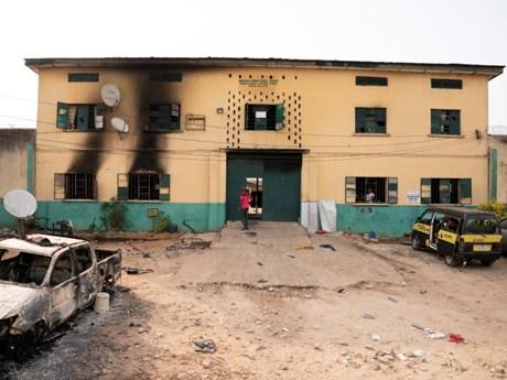 Tấn công nhà tù ở Nigeria, hơn 1.800 tù nhân trốn thoát