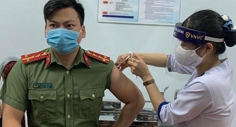 Khẩn trương lập danh sách 10 nhóm đối tượng ưu tiên tiêm miễn phí vaccine COVID-19