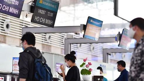 Có nên áp giá sàn vé máy bay lúc này?