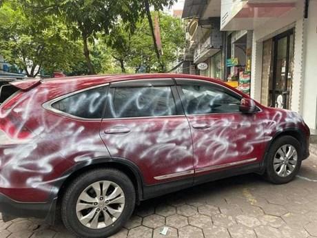 Vụ xe CRV đỗ ngoài đường bị xịt sơn: Chủ nhà có bị truy tố hình sự?