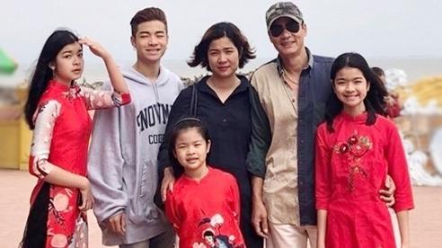 Võ Hoài Nam 'Vua bãi rác' êm ấm bên vợ kém 12 tuổi và 4 người con