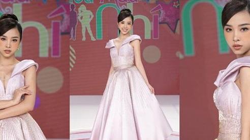 Á hậu Thúy An hóa búp bê barbie khi làm giám khảo 'Siêu mẫu nhí'