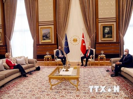 'Bê bối ghế sofa' trong cuộc hội đàm giữa lãnh đạo EU và Thổ Nhĩ Kỳ