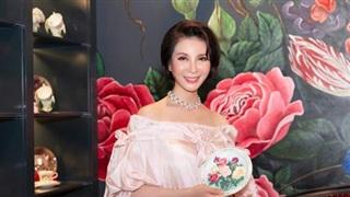 MC Thanh Mai xinh đẹp rạng rỡ ở tuổi 48