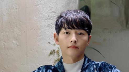 Nhan sắc trẻ trung của Song Joong Ki khiến dân tình phát sốt