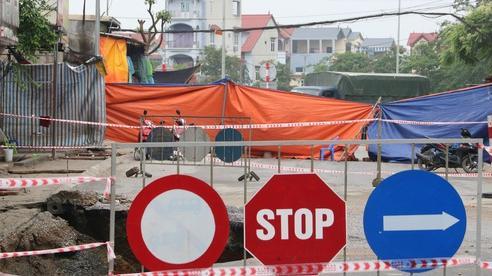 'Hố tử thần' ở Hà Nội tiếp tục lan rộng, nhiều hộ dân phải di dời khẩn cấp