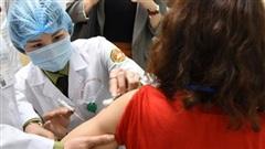 Thế giới tròn 100 ngày tiêm vaccine Covid-19: Cần một cách tiếp cận toàn diện để dập dịch