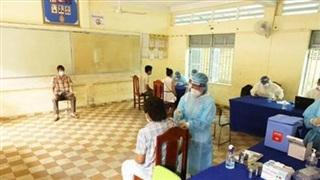 Phnom Penh cấm bán rượu để chống dịch COVID-19