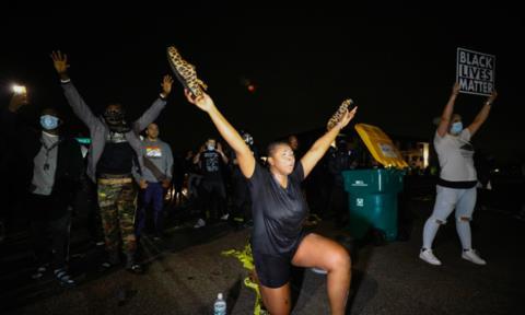 Mỹ: Cảnh sát lại bắn chết người da đen khiến biểu tình nổ ra