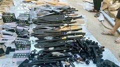 Kho vũ khí 'khủng' trong nhà đối tượng buôn ma túy ở Đồng Nai