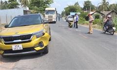 Liên tiếp bị 2 ô tô tông, 2 người đi xe máy tử vong