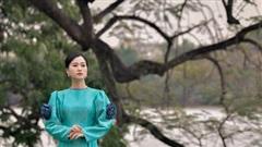 Lâm Vỹ Dạ sang chảnh với áo dài của NTK Đức Hùng