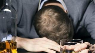 Dịch Covid-19 hoành hành: Số ca tử vong vì lạm dụng đồ uống có cồn tăng cao