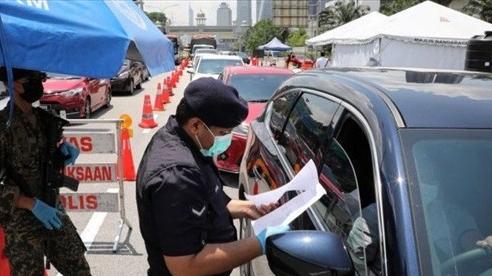 NÓNG! Malaysia phong tỏa toàn quốc vì Covid-19