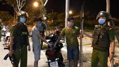 Cảnh sát nổ súng bắt 2 thanh niên đem dao phóng lợn 'hưởng ứng' đồng bọn
