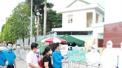 Tổng Liên đoàn Lao động Việt Nam trao hỗ trợ cho Bệnh viện K cơ sở Tân Triều